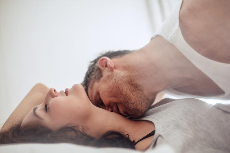 媚薬的な香水で気になる男性を誘惑しちゃう!?デートにも倦怠期にもオススメ出来る魔法の香り!のサムネイル画像