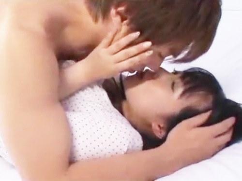 ☆たくさん見つめ合いながら、とろけるようなラブラブなキス☆長い長いクンニでおマンコはビクビク♪のサムネイル画像
