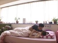 ☆彼女の家にお泊りして、朝からムラムラしちゃった彼氏♪おっぱいモミモミして起こしちゃった!眠そうな彼女の体も感じてしまいます☆のサムネイル画像
