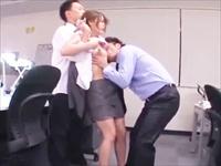 ☆美人教師が生徒にレイプ!助けに入った教頭までもが参加して3P☆拘束されたまま泣きじゃくる先生!でも体は・・・。のサムネイル画像