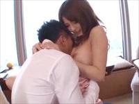 ☆景色のいいホテルの窓辺で濃厚なセックス!マッチョな彼のの力強い腰使いに彼女もクラクラになっちゃいます♪のサムネイル画像