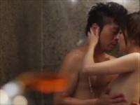 シャワーを浴びながら美しく見つめ合ってキス・・・。濃厚なキスをしながらベットにもつれ込むと濃厚なセックスが始まります。のサムネイル画像