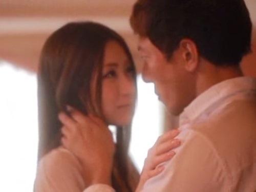 ☆社長室に婚約者の彼女を呼び出し微笑み合って抱き合って・・・。大人のエッチが始まります。のサムネイル画像