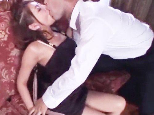☆濃厚キスでレイプされたい!エッチが大好きな女性からのリクエスト♪イキナリ男性からのキスに大興奮!のサムネイル画像