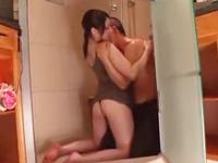 ☆シャワールームで燃え上がってしまった2人。ビショ濡れになりながら・・・。のサムネイル画像