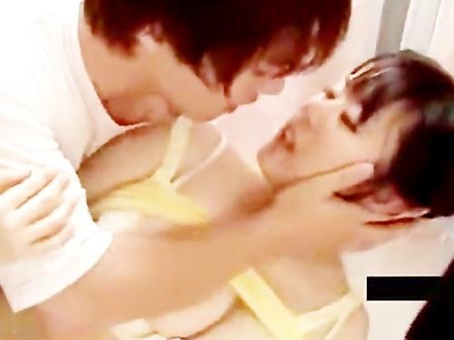 鈴木一徹くんに無理やり…でもだんだん感じてきて情熱的にセックスしちゃいます☆のサムネイル画像