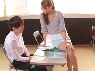 勉強に集中できない生徒には…美人塾講師の誘惑&エッチなお仕置き☆のサムネイル画像