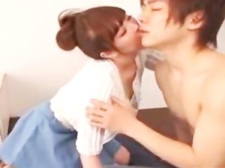 積極的すぎる彼女に鈴木一徹くんも興奮♪情熱的に求め合うカップル☆のサムネイル画像