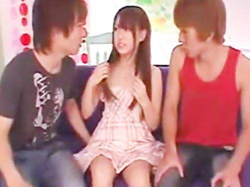 二人の男性から言い寄られて…せっかくだから鈴木一徹くん&イケメン君と3P☆のサムネイル画像