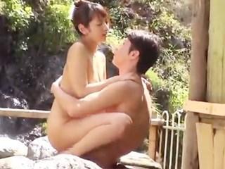 混浴の露天温泉で初めて逢った男性と2人きり…そのまま情熱セックス♪のサムネイル画像