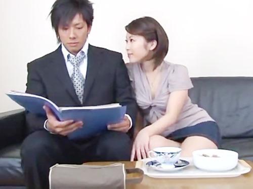 ☆いつも発情している兄嫁に翻弄される鈴木一徹くん。浮気SEXを見せつけられます☆のサムネイル画像