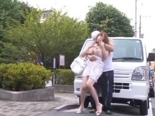 婚約者に助けを求める事が出来ないレイプ犯宅での犯行(2)のサムネイル画像