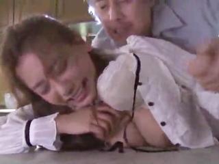 エアコン修理に訪れたレイプ魔★妊活カップルに強制中出し…(1)のサムネイル画像