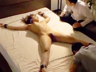 一生監禁生活!?ベッドに拘束されて復讐代行を依頼した男性に無理矢理…(その4)のサムネイル画像