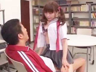 先生に恋する不器用な女子高生⑤彼女を守る為に他の生徒とエッチしちゃう先生…。のサムネイル画像