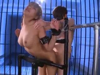 次々と連続イキしていく女性w数人の男性に挿入されて性の奴隷になってしまいますwのサムネイル画像