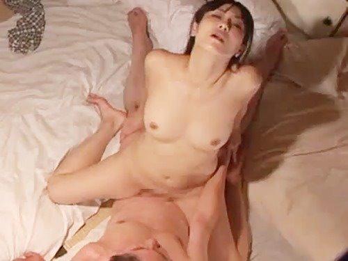天井裏から隣人のマニアックなセックスを覗き見(その1)エロ過ぎる美人妻に釘付けです! - 女性向け無料アダルト動画 ちょっとエッチな子猫たん