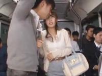 ☆バスの中で痴漢!乗客全員がグルになってメチャメチャにされちゃいます。止めて!といいながら濡れ濡れになってしまいます。のサムネイル画像