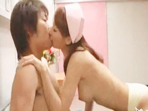 ☆淫乱ナースが患者さんを誘惑!美乳を揺らしてたっぷりエッチなご奉仕プレイをしちゃいます!のサムネイル画像