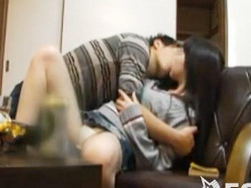 ☆彼氏の友達に強引にキスされてそのままイケナイことに・・・。そしてその夜はしっかり彼氏ともエッチしちゃいます!のサムネイル画像