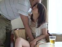居酒屋でひとり飲みする美人妻をうまい具合に酔わせてホテルに連れ込んじゃいます!のサムネイル画像