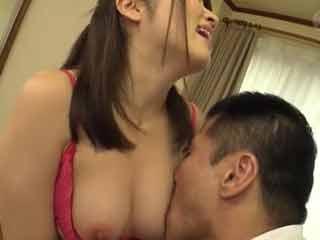 乳首が性感帯の人妻w刺激を求めて男優さんとエッチしちゃいます!のサムネイル画像