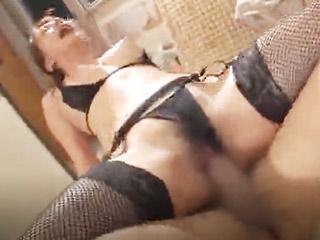 ねっとりとした濃厚愛撫でメロメロ。激しいピストンで壊れちゃいそうな汗だくセックス!のサムネイル画像