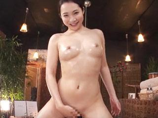 美巨乳のお姉さんがヌルヌルオイルでたっぷりと性感マッサージしてくれます!のサムネイル画像