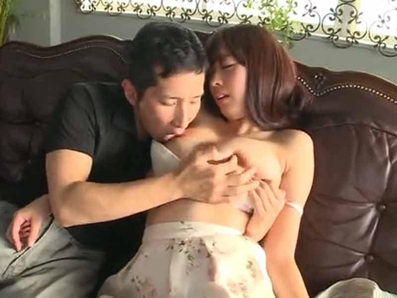休日の社長室で乳首をベロベロ舐められてしまいます!のサムネイル画像