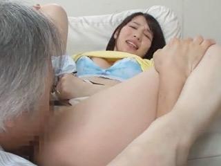 義父のクンニに腰がクネクネwレイプされて何度もイかされちゃいます!のサムネイル画像