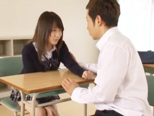☆大好きな彼女が転校することに。離れたくない2人はお互い絶対、彼氏彼女を作らないと約束し学校の教室でエッチをしちゃいます。のサムネイル画像