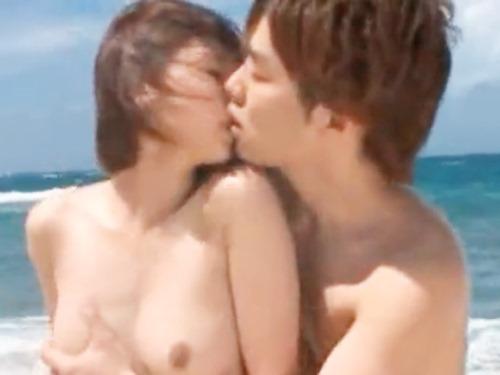 ☆青い空とキレイな海♪ラブラブなカップルのいつもと違ったシチュエーションエッチに2人燃え上がっちゃいます!!のサムネイル画像